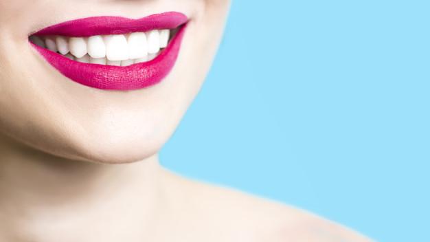 Tire suas dúvidas sobre as lentes de contato dental