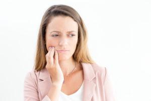 A cárie é causada pelo acúmulo excessivo de bactérias na boca